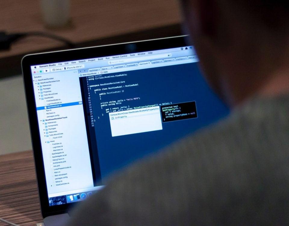 contrat utilisation base données informatiques